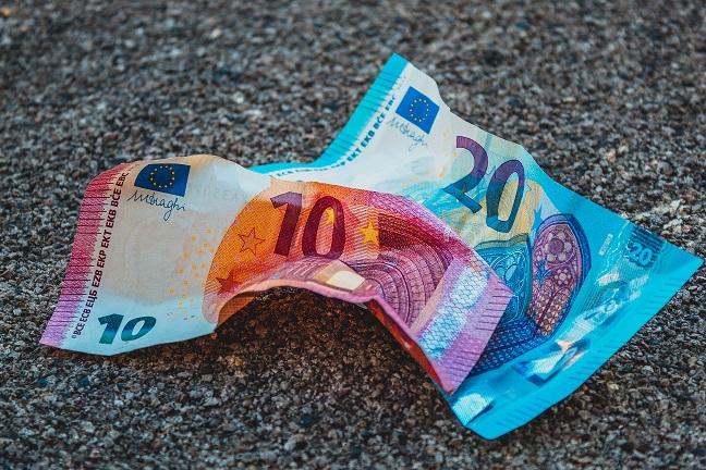 Emprunter, épargner ou dépenser Que faire de son argent