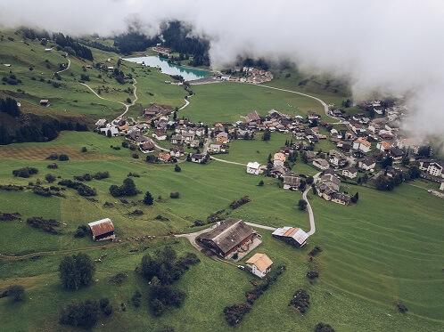 Investir dans les zones urbaines lorsque l'on vit en milieu rurale
